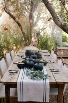 Astonishing Halloween Table Decoration That Perfect For This Year 20