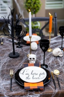 Astonishing Halloween Table Decoration That Perfect For This Year 31