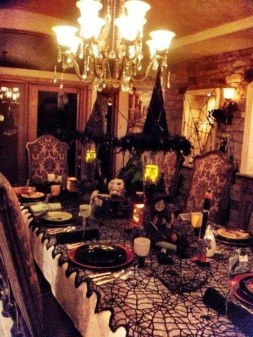 Astonishing Halloween Table Decoration That Perfect For This Year 32