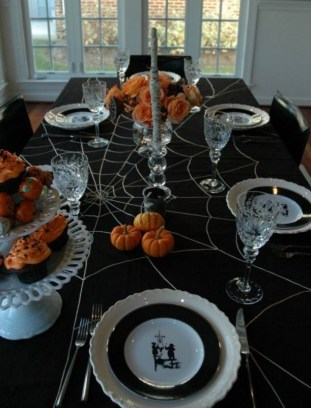 Astonishing Halloween Table Decoration That Perfect For This Year 34