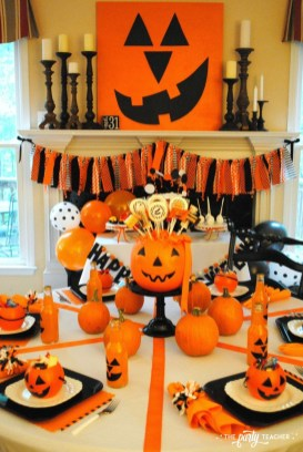 Astonishing Halloween Table Decoration That Perfect For This Year 35