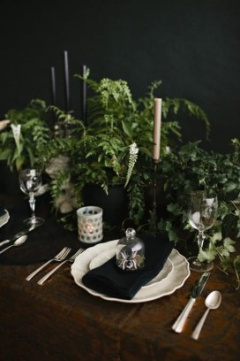 Astonishing Halloween Table Decoration That Perfect For This Year 36