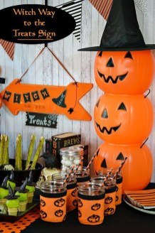 Astonishing Halloween Table Decoration That Perfect For This Year 40