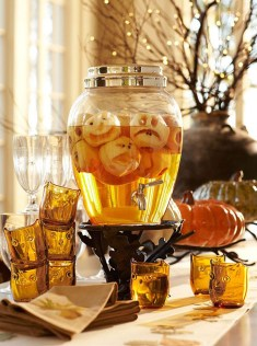 Astonishing Halloween Table Decoration That Perfect For This Year 49