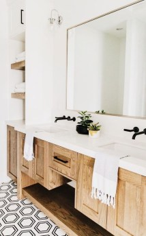 Inspiring Bathroom Decoration Ideas With Wooden Storage 40