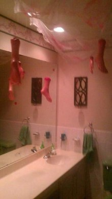 Scary Halloween Decorating Ideas For Your Bathroom 27