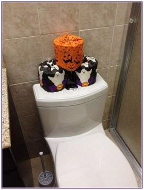 Scary Halloween Decorating Ideas For Your Bathroom 44