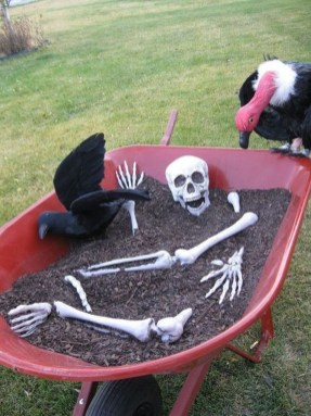 Spooktacular Halloween Outdoor Decoration To Terrify People 06