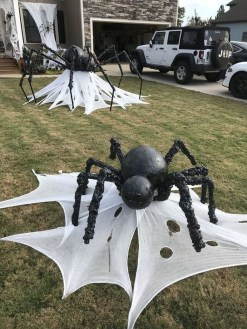 Spooktacular Halloween Outdoor Decoration To Terrify People 19