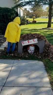 Spooktacular Halloween Outdoor Decoration To Terrify People 38