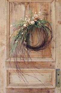 Beautiful DIY Winter Wreath To Place It On Your Door 02