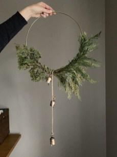 Beautiful DIY Winter Wreath To Place It On Your Door 04