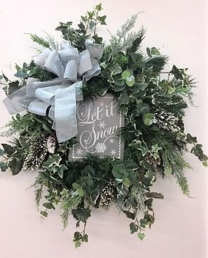 Beautiful DIY Winter Wreath To Place It On Your Door 44
