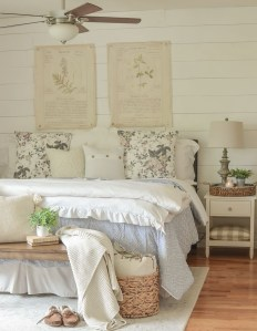 Best Master Bedroom Decoration Ideas For Winter 37