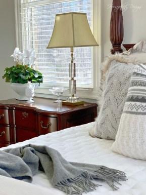 Best Master Bedroom Decoration Ideas For Winter 45