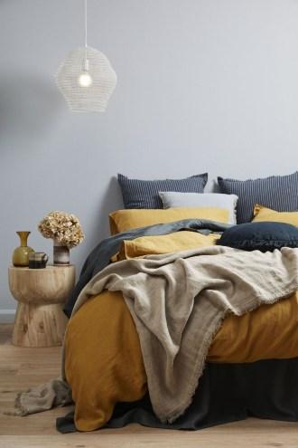 Best Master Bedroom Decoration Ideas For Winter 53