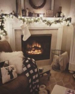 Inspiring Fireplace Mantel Decorating Ideas For Winter 31