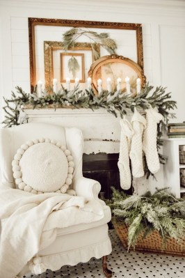 Inspiring Fireplace Mantel Decorating Ideas For Winter 42