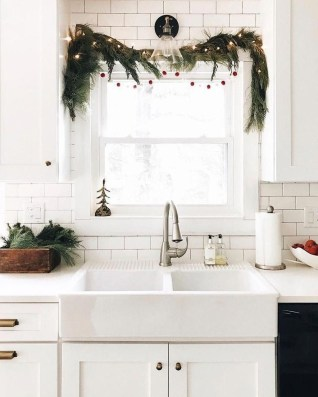 Outstanding Winter Decoration Ideas For Your Apartment 24