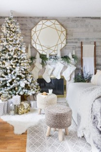 Outstanding Winter Decoration Ideas For Your Apartment 48