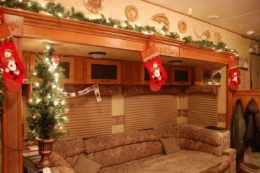 Most Inspiring Holiday Decoration Ideas For Your RV 13