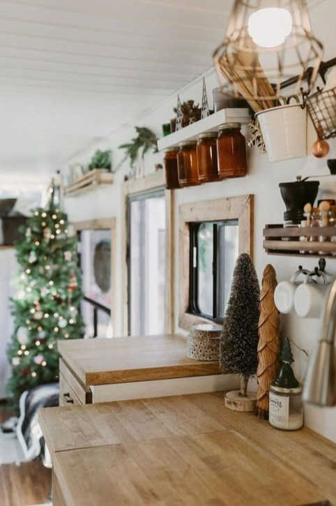Most Inspiring Holiday Decoration Ideas For Your RV 14