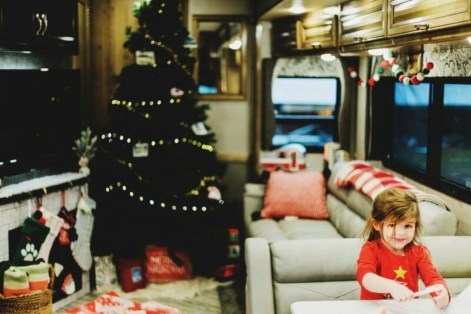 Most Inspiring Holiday Decoration Ideas For Your RV 22