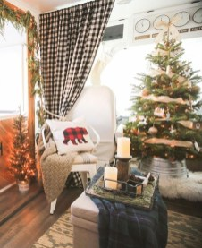 Most Inspiring Holiday Decoration Ideas For Your RV 34