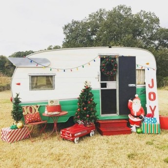 Most Inspiring Holiday Decoration Ideas For Your RV 41