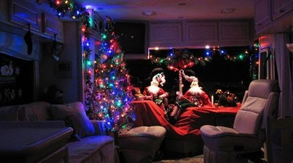 Most Inspiring Holiday Decoration Ideas For Your RV 45