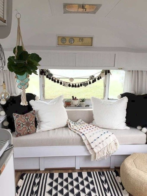 Most Inspiring Holiday Decoration Ideas For Your RV 50