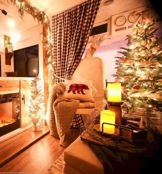 Most Inspiring Holiday Decoration Ideas For Your RV 51