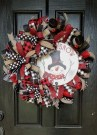 Welcoming Country Christmas Wreath Ideas For Your Front Door 41