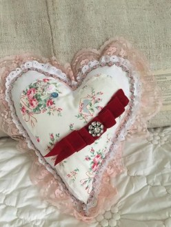 Affordable Valentine's Day Shabby Chic Decorations On A Budget 35