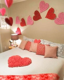 Beautiful And Romantic Valentine's Day Bedroom Design Ideas 25