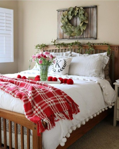 Beautiful And Romantic Valentine's Day Bedroom Design Ideas 37