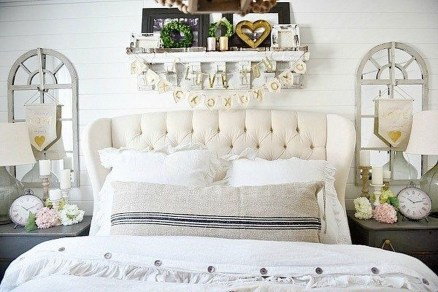 Beautiful And Romantic Valentine's Day Bedroom Design Ideas 43