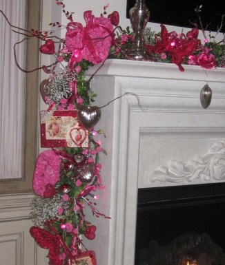 Best Valentines Day Mantel Decor Ideas That You Will Falling In Love With 12