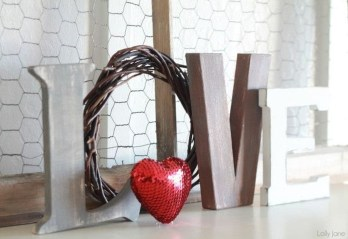 Best Valentines Day Mantel Decor Ideas That You Will Falling In Love With 39