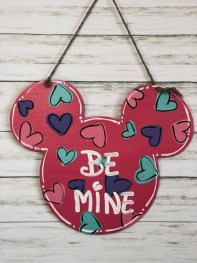 Cute Valentine Door Decorations Ideas To Spread The Seasons Greetings 03