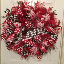 Cute Valentine Door Decorations Ideas To Spread The Seasons Greetings 04