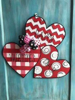 Cute Valentine Door Decorations Ideas To Spread The Seasons Greetings 17