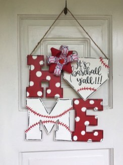 Cute Valentine Door Decorations Ideas To Spread The Seasons Greetings 19