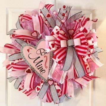 Cute Valentine Door Decorations Ideas To Spread The Seasons Greetings 26