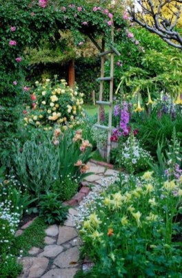 Fascinating Cottage Garden Ideas To Create Cozy Private Spot 25