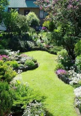 Fascinating Cottage Garden Ideas To Create Cozy Private Spot 33