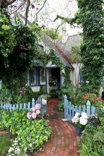 Fascinating Cottage Garden Ideas To Create Cozy Private Spot 41