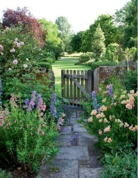 Fascinating Cottage Garden Ideas To Create Cozy Private Spot 42