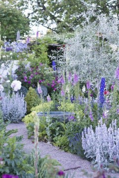 Fascinating Cottage Garden Ideas To Create Cozy Private Spot 43