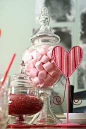 Most Inspiring Valentine's Day Simple Table Decoration Ideas 12